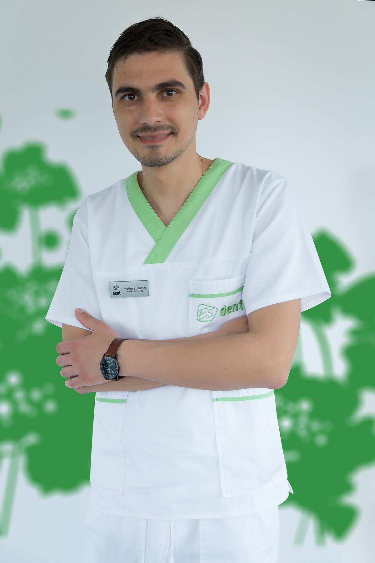 Specialist implantologie Brasov ESdent